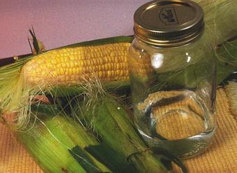 самогон из кукурузы.